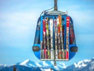 coloured skis