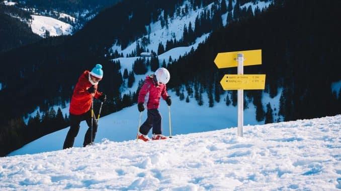 2 children in snow