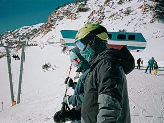 2 people in ski gear